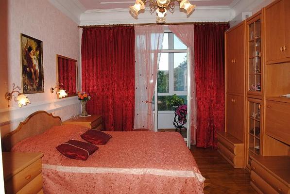 3-комнатная квартира посуточно в Бердянске. пр.Ленина,, 8. Фото 1