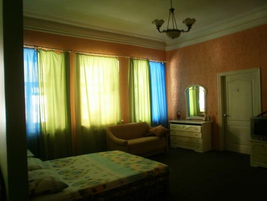 1-комнатная квартира посуточно в Чернигове. Новозаводской район, пр-т Мира, 50. Фото 1