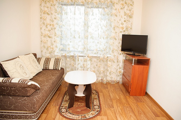 1-комнатная квартира посуточно в Черкассах. ул. Героев Днепра, 53. Фото 1