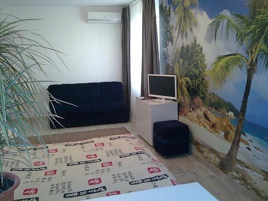 1-комнатная квартира посуточно в Алуште. ул. 60 лет СССР, 1. Фото 1