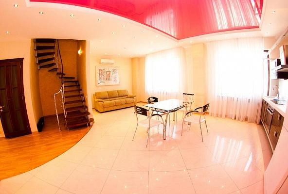 4-комнатная квартира посуточно в Одессе. Приморский район, пер. Мукачевский, 6. Фото 1