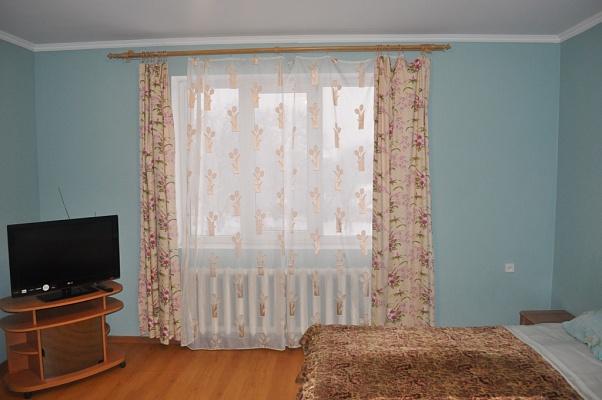 3-комнатная квартира посуточно в Черновцах. Первомайский район, ул. Кишеневская, 84. Фото 1