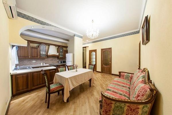 3-комнатная квартира посуточно в Киеве. Печерский район, Шота Руставели, 34. Фото 1