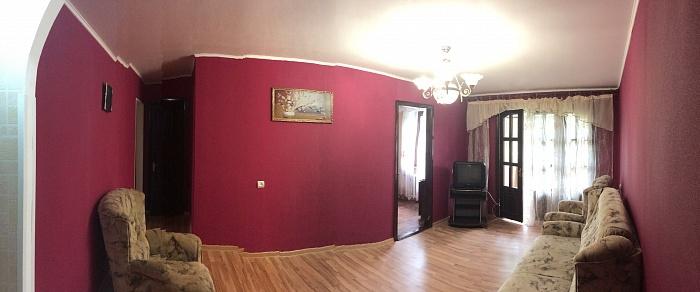 3-комнатная квартира посуточно в Симферополе. Железнодорожный район, ул. Набережная, 87. Фото 1