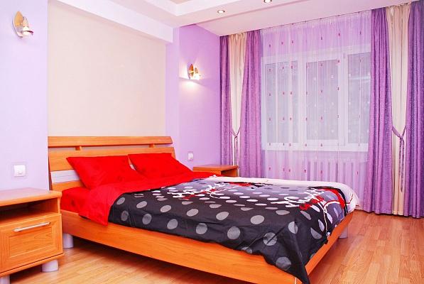 2-комнатная квартира посуточно в Киеве. Святошинский район, ул. Щербакова, 49. Фото 1