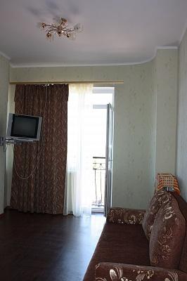 1-комнатная квартира посуточно в Одессе. Приморский район, ул. Преображенская, 96. Фото 1