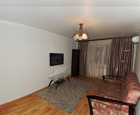 3-комнатная квартира посуточно в Луганске. Ленинский район, ул. Коцюбинского, 8. Фото 1