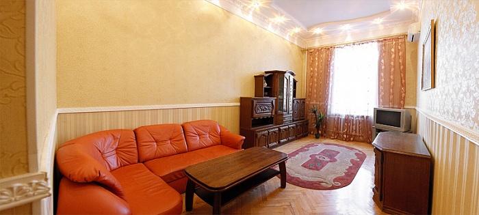 2-комнатная квартира посуточно в Киеве. Печерский район, ул. Бассейная, 12. Фото 1