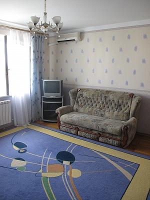 2-комнатная квартира посуточно в Одессе. Приморский район, пр-т Шевченко, 25А. Фото 1