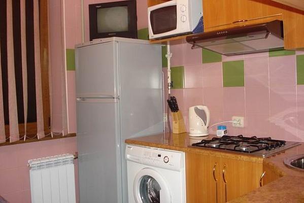 1-комнатная квартира посуточно в Донецке. Ворошиловский район, ул. Челюскинцев, 117. Фото 1