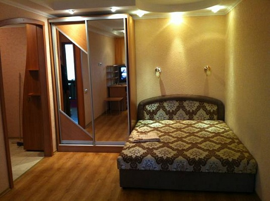 1-комнатная квартира посуточно в Северодонецке. ул. Гагарина, 64. Фото 1