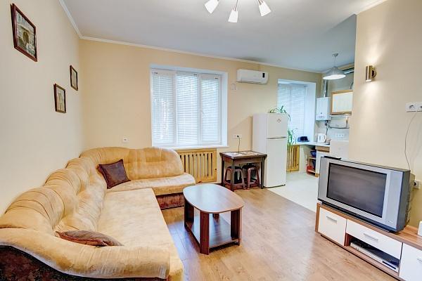 2-комнатная квартира посуточно в Одессе. Приморский район, ул. Канатная, 100. Фото 1