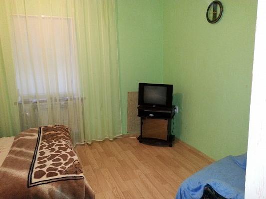 1-комнатная квартира посуточно в Ялте. ул. Киевская, 80. Фото 1