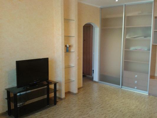 1-комнатная квартира посуточно в Донецке. Ворошиловский район, пр-т Дзержинского,  8а. Фото 1