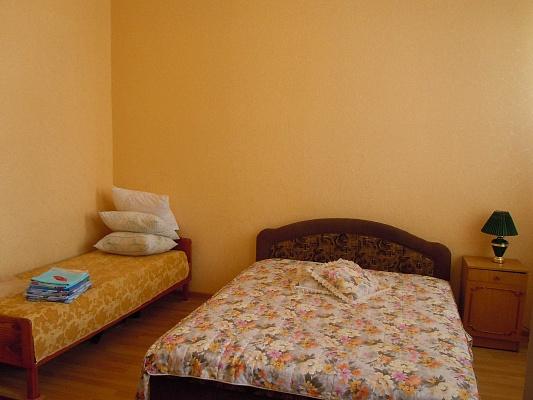 2-комнатная квартира посуточно в Евпатории. ул. Караимская, 43. Фото 1