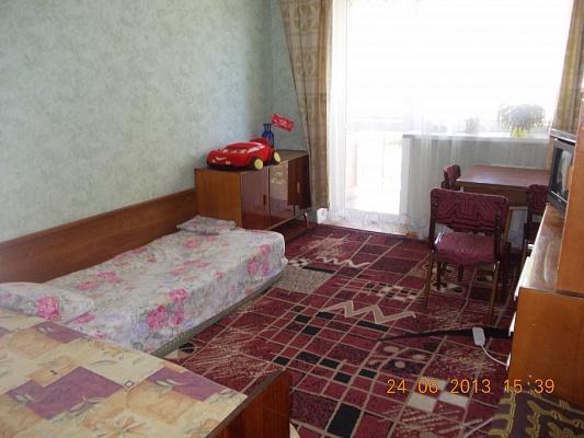 2-комнатная квартира посуточно в Ильичёвске. ул. Парковая, 4. Фото 1