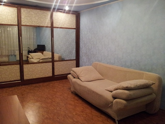 1-комнатная квартира посуточно в Алчевске. ул. Ленина, 61. Фото 1