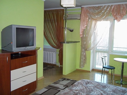 1-комнатная квартира посуточно в Ровно. б-р Майдан Независимости, 5. Фото 1