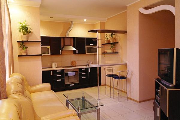 2-комнатная квартира посуточно в Одессе. Приморский район, ул. М.Арнаутская, 105. Фото 1