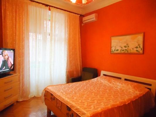 2-комнатная квартира посуточно в Севастополе. Ленинский район, ул. Ленина, 18. Фото 1