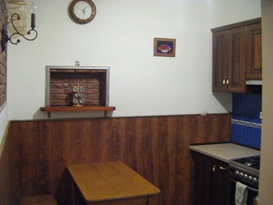 2-комнатная квартира посуточно в Львове. Галицкий район, ул. Осмомысла, 2. Фото 1
