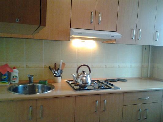 2-комнатная квартира посуточно в Евпатории. ул. Демышева, 104. Фото 1