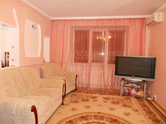 1-комнатная квартира посуточно в Житомире. ул. Чапаева, 18. Фото 1