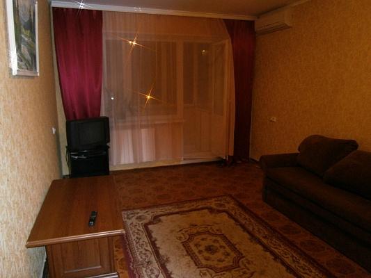 2-комнатная квартира посуточно в Киеве. Оболонский район, пр-т Оболонский, 23. Фото 1