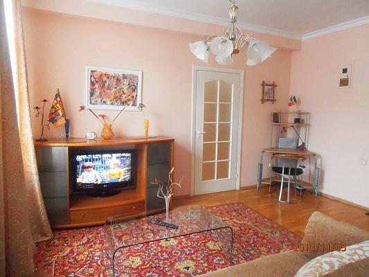 2-комнатная квартира посуточно в Днепропетровске. Бабушкинский район, ул. Ленина, 21. Фото 1