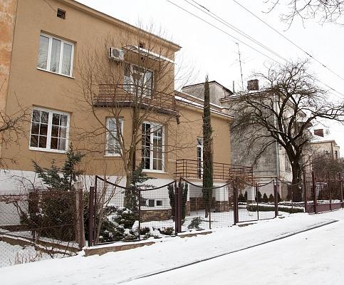 Дом  посуточно в Львове. Лычаковский район, ул. Азовская, 2. Фото 1
