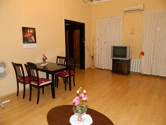 2-комнатная квартира посуточно в Одессе. Приморский район, ул. Екатерининская, 21. Фото 1
