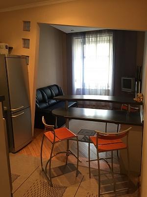 2-комнатная квартира посуточно в Львове. Галицкий район, пл. Рынок, 29. Фото 1
