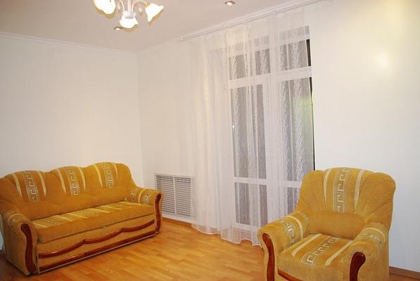 3-комнатная квартира посуточно в Луганске. Ленинский район, ул. Котельникова, 11. Фото 1