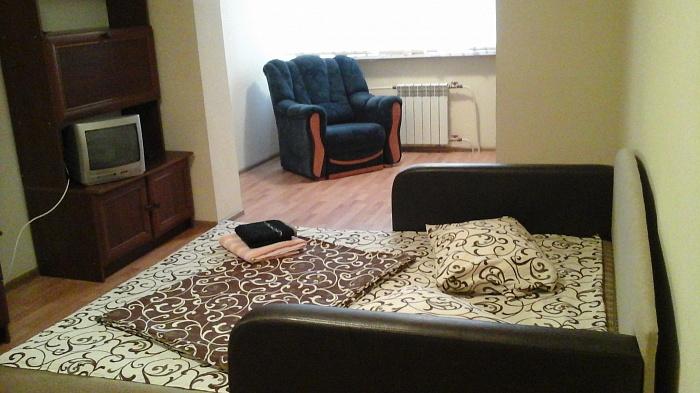 1-комнатная квартира посуточно в Киеве. Оболонский район, пр-т Оболонский, 37. Фото 1