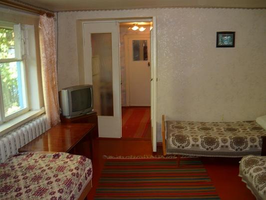 2-комнатная квартира посуточно в Бердянске. ул. Р. Люксембург, 5. Фото 1