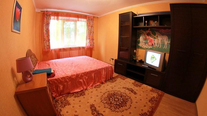 2-комнатная квартира посуточно в Кировограде. Ленинский район, ул. Зинченко, 5. Фото 1