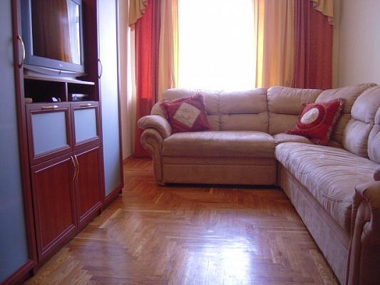 3-комнатная квартира посуточно в Киеве. Подольский район, ул. Ярославская, 11. Фото 1