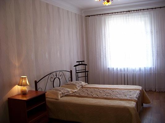 2-комнатная квартира посуточно в Севастополе. Ленинский район, Новороссийская, 14. Фото 1