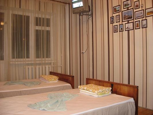 1-комнатная квартира посуточно в Днепропетровске. Индустриальный район, ул. Батумская, 10. Фото 1