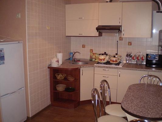 1-комнатная квартира посуточно в Чернигове. Деснянский район, ул. Родимцева, 2. Фото 1