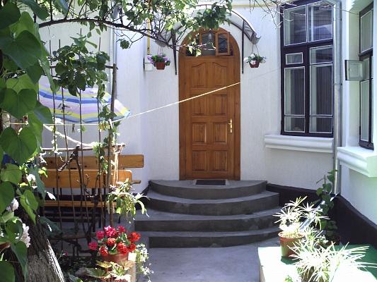 Дом  посуточно в Феодосии. ул. Русская , 43. Фото 1