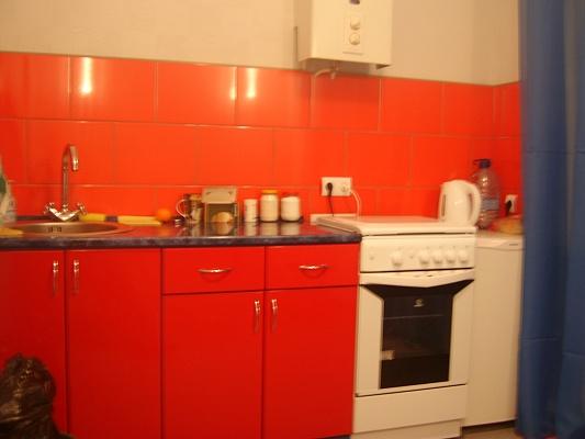 1-комнатная квартира посуточно в Кривом Роге. Октябрьский район, пр-т  Гагарина, 32. Фото 1
