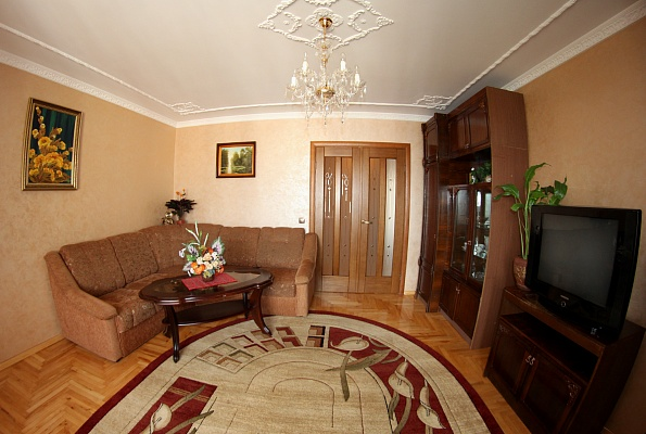 3-комнатная квартира посуточно в Львове. Шевченковский район, ул. Тычини, 13. Фото 1