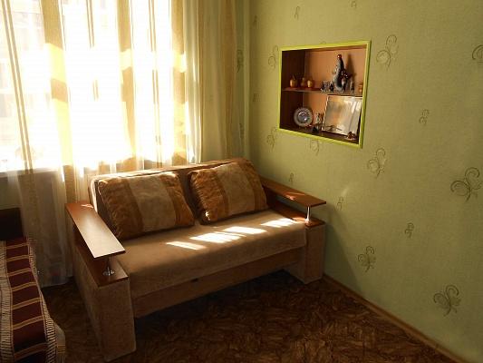 2-комнатная квартира посуточно в Бердянске. свободы, 26. Фото 1