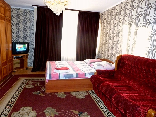 2-комнатная квартира посуточно в Киеве. Голосеевский район, ул. Боженка, 83. Фото 1