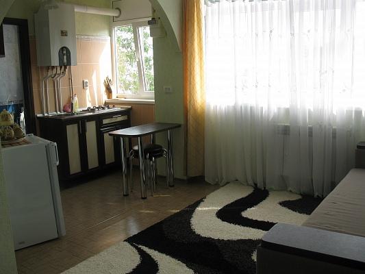 1-комнатная квартира посуточно в Алуште. ул. Апреля, 15. Фото 1