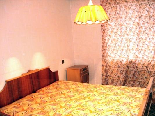 2-комнатная квартира посуточно в Кременчуге. ул. Бутырина, 69. Фото 1