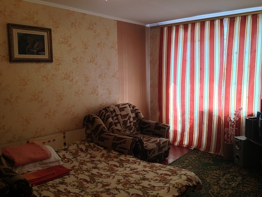 1-комнатная квартира посуточно в Хмельницком. ул. Каменецкая, 38. Фото 1