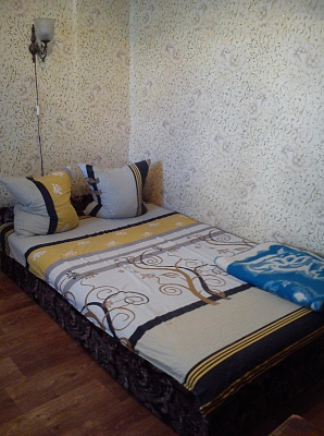3-комнатная квартира посуточно в Бердянске. ул. Чубаря, 66. Фото 1