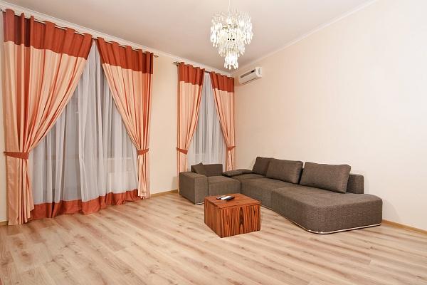 3-комнатная квартира посуточно в Киеве. Голосеевский район, ул. Льва Толстого, 41. Фото 1